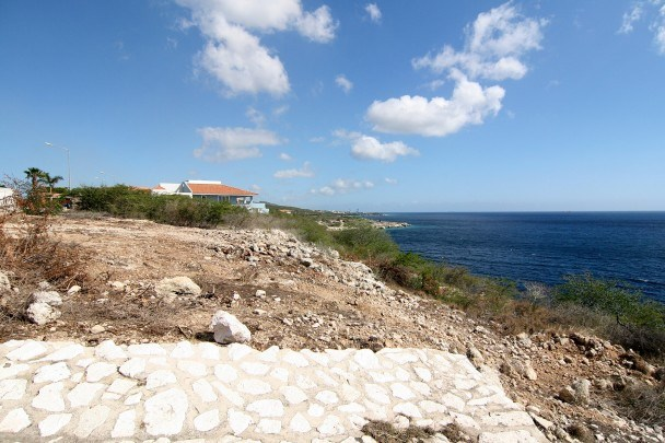 RE/MAX real estate, Curacao, Blue Bay Golf & Beach Resort, Blue Bay Resort BB17, Curacao - Ocean front lot for sale in Caribbean