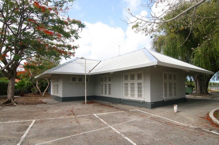 RE/MAX real estate, Curacao, Emmastad, Emmastad -Fully renovated spacious office building at Christinalaan 11