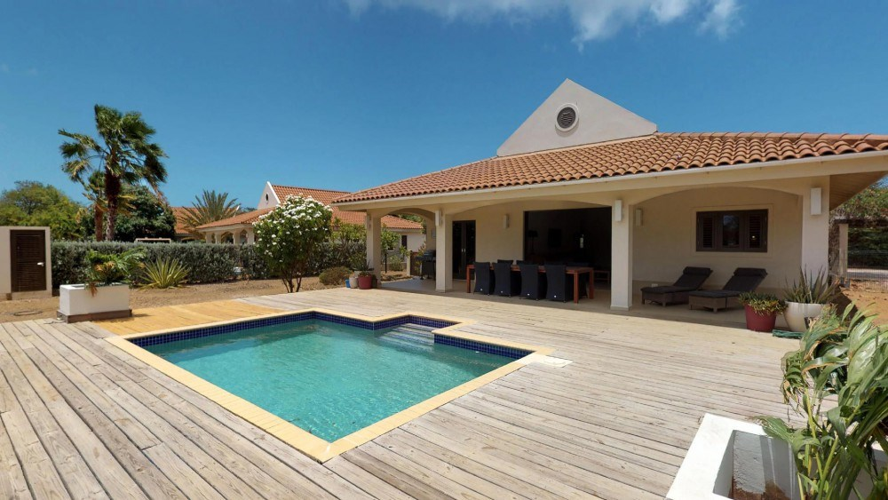 RE/MAX real estate, Curacao, Blue Bay Golf & Beach Resort, Blue Bay BJ5 - ??Modern home for sale with a pool on the golf course