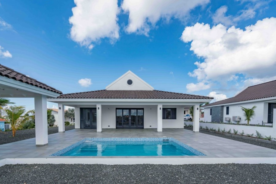 RE/MAX real estate, Curacao, Blue Bay Golf & Beach Resort, Blue Bay - Luxury new built villas on the golf course with pool