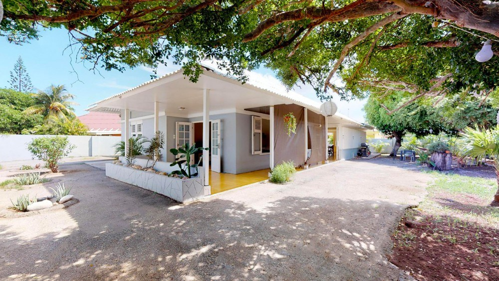 RE/MAX real estate, Curacao, Emmastad, Emmastad - Spacious tropical villa with 4 bedrooms for sale