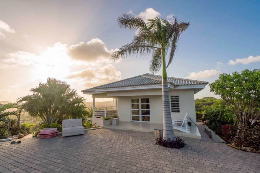 RE/MAX real estate, Curacao, Sunset Heights, Sunset Heights - Modern villa with 5 bedrooms and a gorgeous view.
