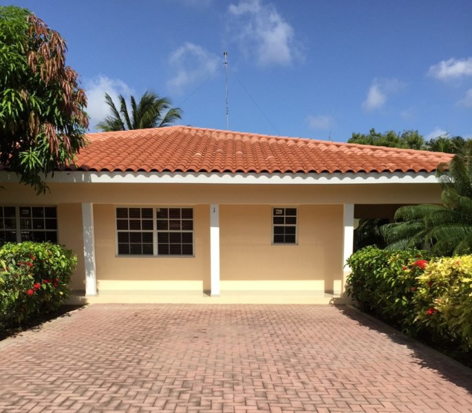 RE/MAX real estate, Curacao, Julianadorp, Julianadorp - villa in Oleander Residences – gated resort with pool