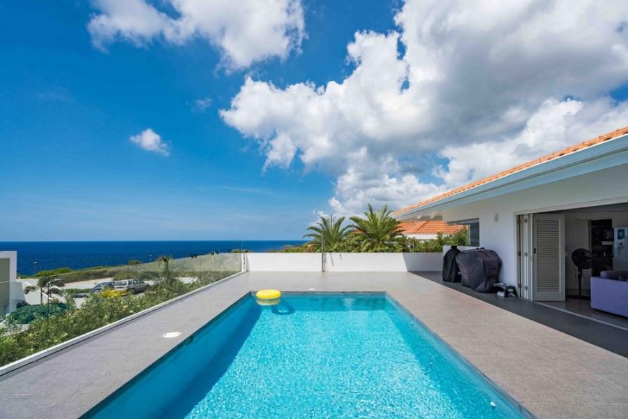 RE/MAX real estate, Curacao, Blue Bay Golf & Beach Resort, Blue Bay BB-38- Beautiful villa with pool on Golf & Beach Resort