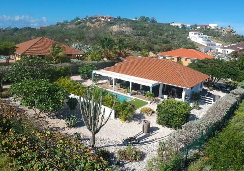 RE/MAX real estate, Curacao, Blue Bay Golf & Beach Resort, Blue Bay Resort BR49 - Villa with swimming pool and Tropical garden