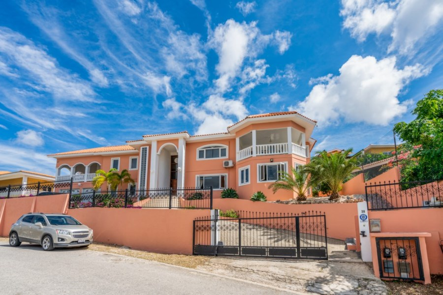 RE/MAX real estate, Curacao, Bottelier, Bottelier - Spacious stand alone villa with beautiful views