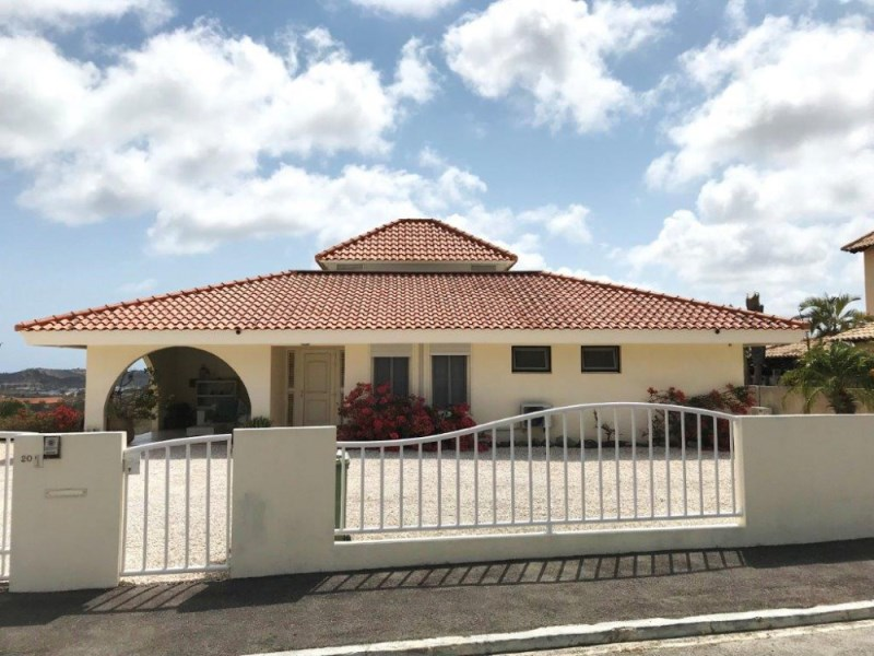 RE/MAX real estate, Curacao, Jan Sofat, Jan Sofat - Detached villa with broad views over Spanish Water