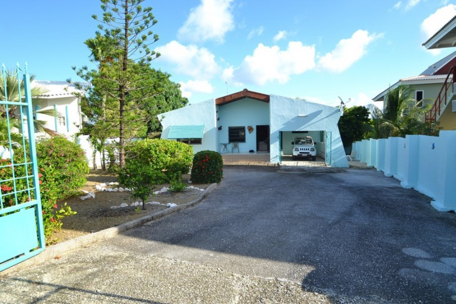 RE/MAX real estate, Curacao, Jan Thiel, Jan Thiel - Charming tropical 2-bedroom home for sale
