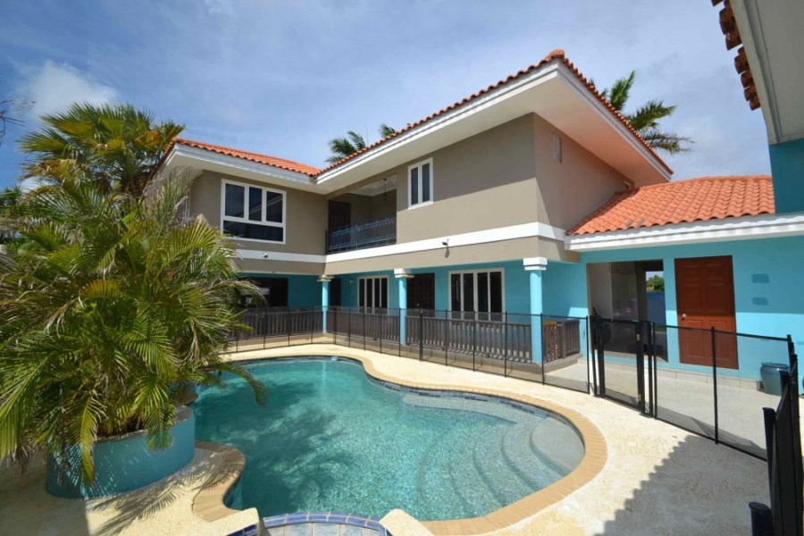 RE/MAX real estate, Curacao, Jan Sofat, Jan Sofat - Villa with pool and guesthouse on exclusive resort