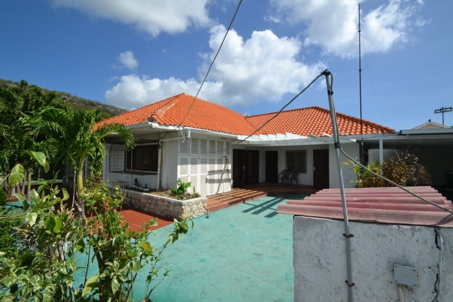 RE/MAX real estate, Curacao, Otrabanda, Spacious house for sale in Otrobanda - very competitive pricing!