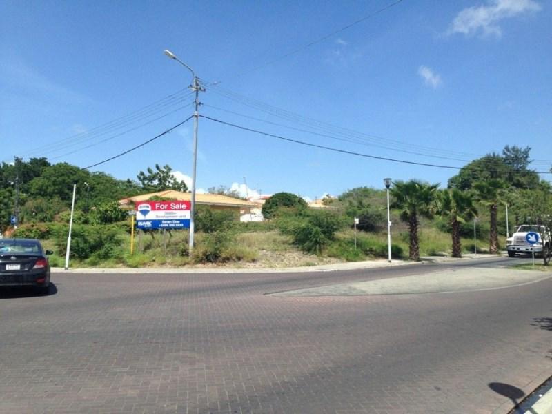 RE/MAX real estate, Curacao, Salinja, Salinja - Beautiful corner lot on Caracasbaaiweg on busy intersection