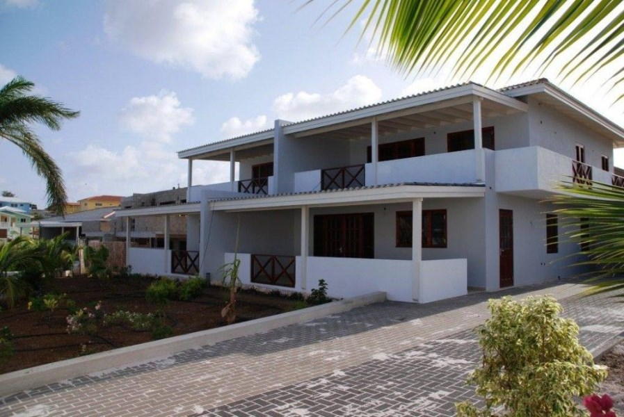RE/MAX real estate, Curacao, Brakkeput Abou, Brakkeput Abou: Make a good return on your investment with these 2 bedroom apartments. New, Rented, Managed, Easy!
