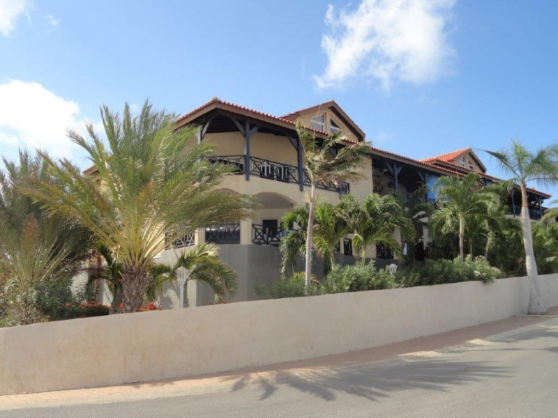 RE/MAX real estate, Curacao, Blue Bay Golf & Beach Resort, Blue Bay - Penthouse with views over Caribbean Ocean and golfcourse