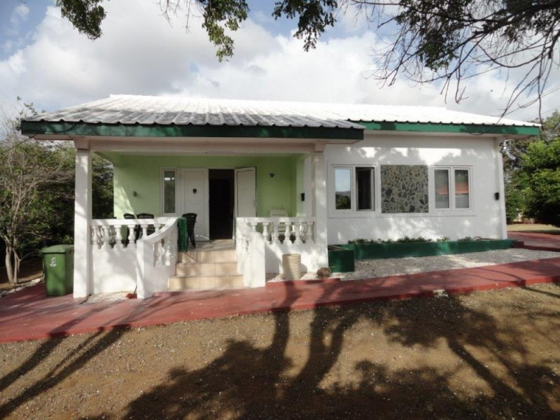 RE/MAX real estate, Curacao, Jan Thiel, Jan Thiel - Lot with detached house and apartment for sale.