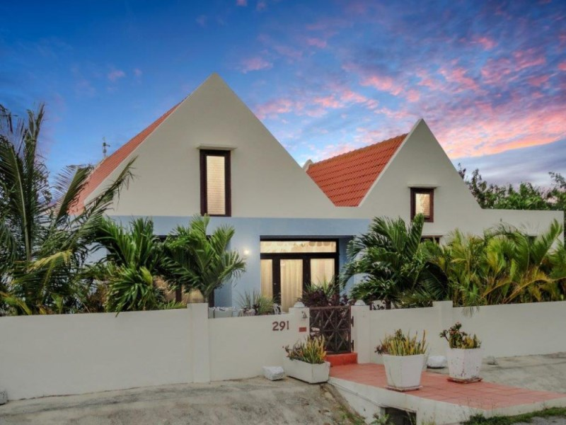 RE/MAX real estate, Curacao, Jan Sofat, Jan Sofat, Modern villa a few meters from the Spanish Water