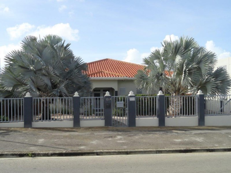 RE/MAX real estate, Curacao, Jan Thiel, Vista Royal, Detached Villa on A-location with pool and privacy