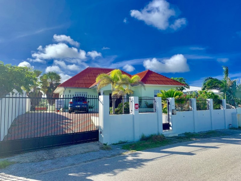 RE/MAX real estate, Curacao, Koraal Partier, Koraal Partier - Breezy home with four bedrooms and a view for sale