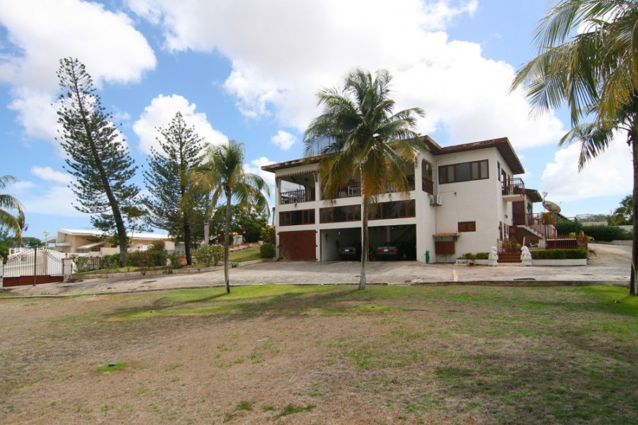 RE/MAX real estate, Curacao, Rooi Catootje, Rooi Catootje Kaya Urdal 121 122:  centrally located home for sale!
