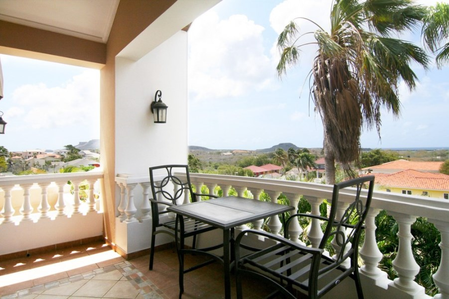 RE/MAX real estate, Curacao, Cas Grandi, Cas Grandi Kaya Beethoven 28:  family home for sale near Jan Thiel!