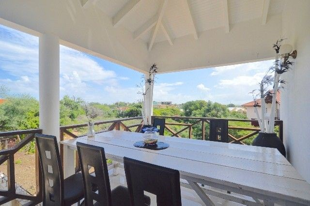RE/MAX real estate, Curacao, Abrahams, Abrahamsz:  quiet 4 bedroom home near the Ostrich Farm!