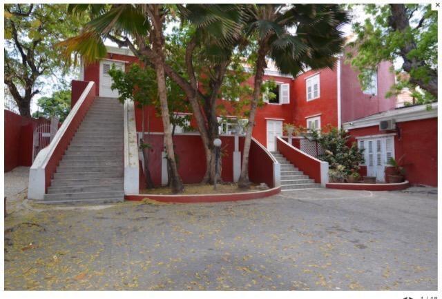 RE/MAX real estate, Curacao, Otrabanda, Otrobanda, Authentic monument with swimming pool