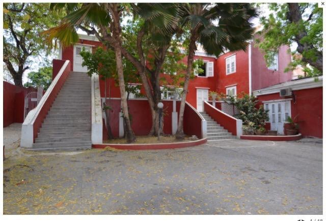 RE/MAX real estate, Curacao, Otrabanda, Otrabanda, Authentic monument with swimming pool
