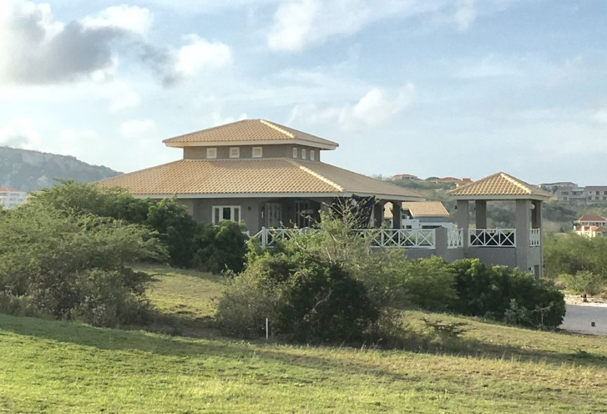RE/MAX real estate, Curacao, Blue Bay Golf & Beach Resort, Blue Bay - 5 bedroom Villa on Golf course with apartment