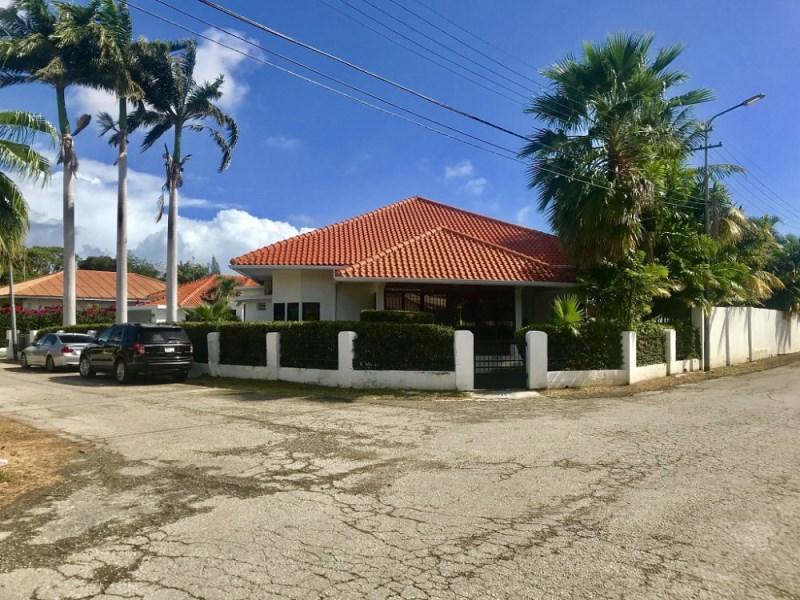 RE/MAX real estate, Curacao, Van Engelen, Van Engelen - Spacious villa with apartment
