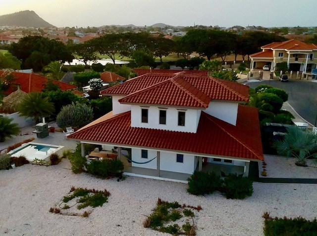 RE/MAX real estate, Curacao, Blue Bay Golf & Beach Resort, Blue Bay Golf & Beach Resort - Spacious villa with pool and garage