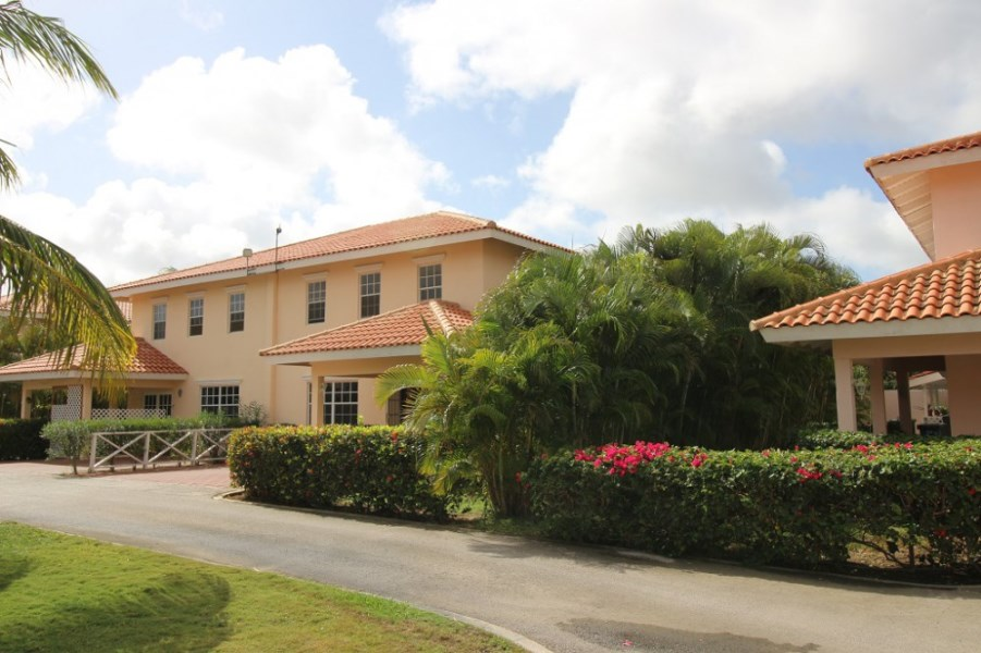 RE/MAX real estate, Curacao, Julianadorp, Juliana Residence - Semi-detached home in gated community with pool