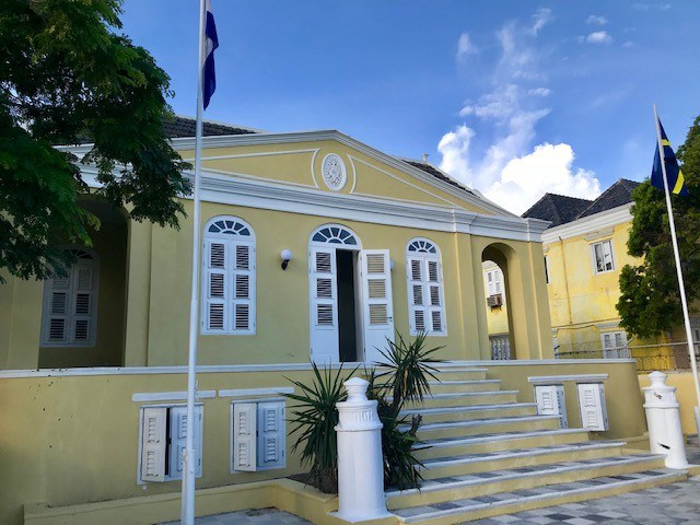 RE/MAX real estate, Curacao, Punda, Punda - Charming apartment for rent in Curaçao in monumental building
