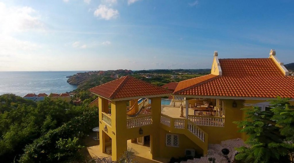 RE/MAX real estate, Curacao, Blue Bay Golf & Beach Resort, Blue Bay Resort - Gorgeous villa in countryhouse-style with seaviews