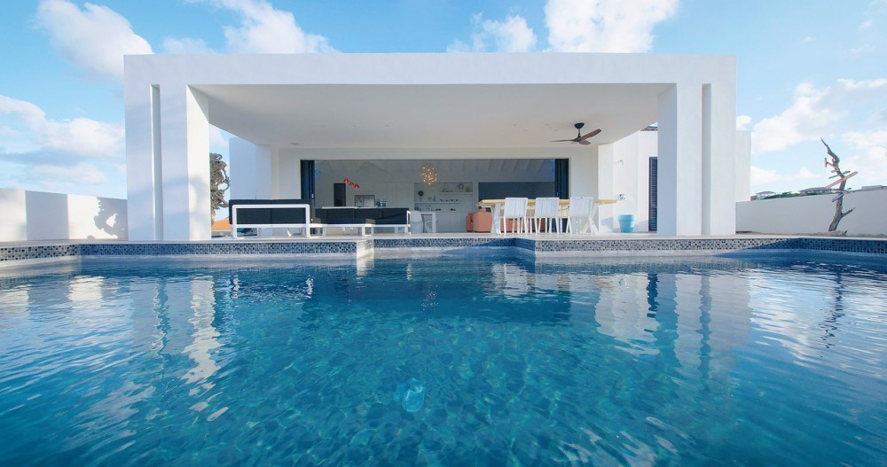 RE/MAX real estate, Curacao, Blue Bay Golf & Beach Resort, Blue Bay BD13 - Luxury design villa at golf course with private pool