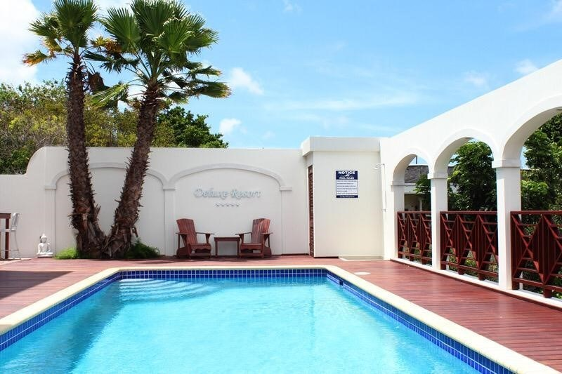 RE/MAX real estate, Curacao, Jan Thiel, Apartment in gated community C-Bay Deluxe Resort with swimming pool