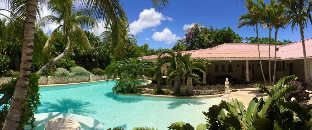 RE/MAX real estate, Curacao, Julianadorp, Binnenweg 6 - Villa with tropical garden, pool and studio