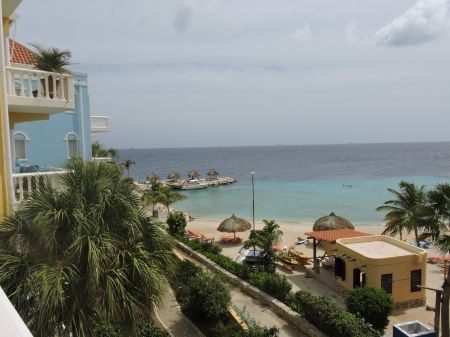 RE/MAX real estate, Curacao, Blue Bay, The Ocean 23: luxury beach apartment with ocean view for sale