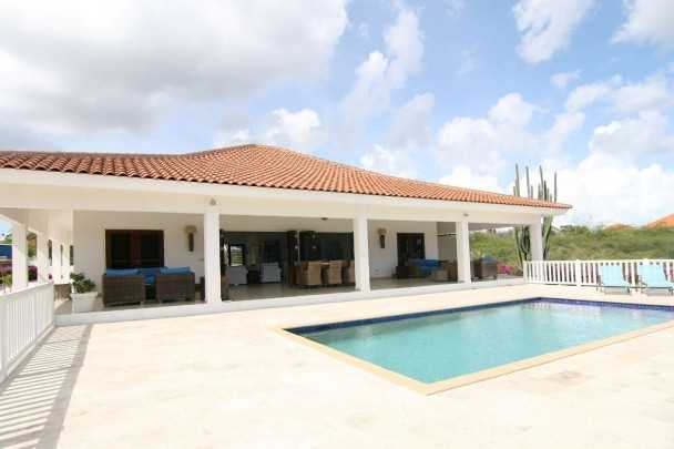 RE/MAX real estate, Curacao, Sint Michiel, For sale: house in Caribbean - gated community with 18-holes golf course, private beach and diving!