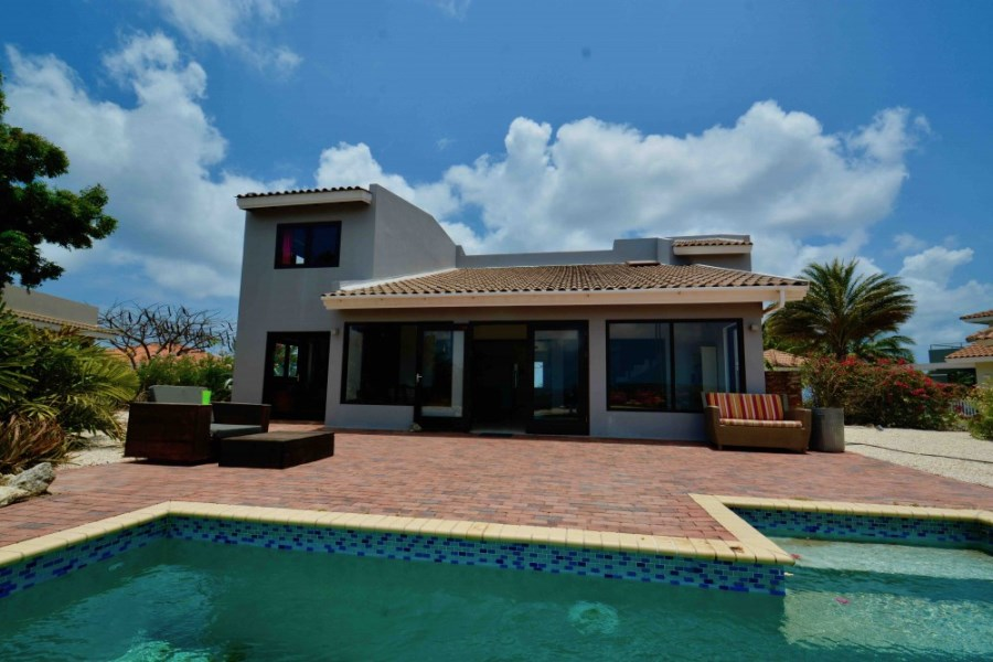 RE/MAX real estate, Curacao, Blue Bay Golf & Beach Resort, Blue Bay BB35 - Large 4 bedroom house with pool and sea view for sale!