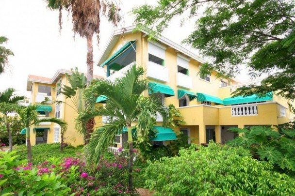 RE/MAX real estate, Curacao, Blue Bay Golf & Beach Resort, Spacious top floor condo for sale with garage- close to beach & golf!