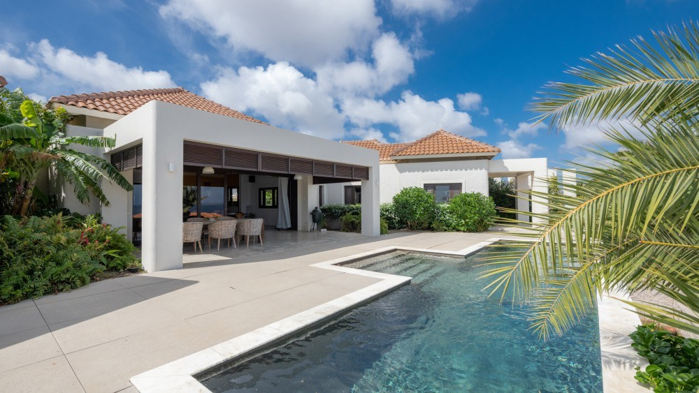 RE/MAX real estate, Curacao, Blue Bay Golf & Beach Resort, Modern villa with pool and seaview on resort with beach and golf