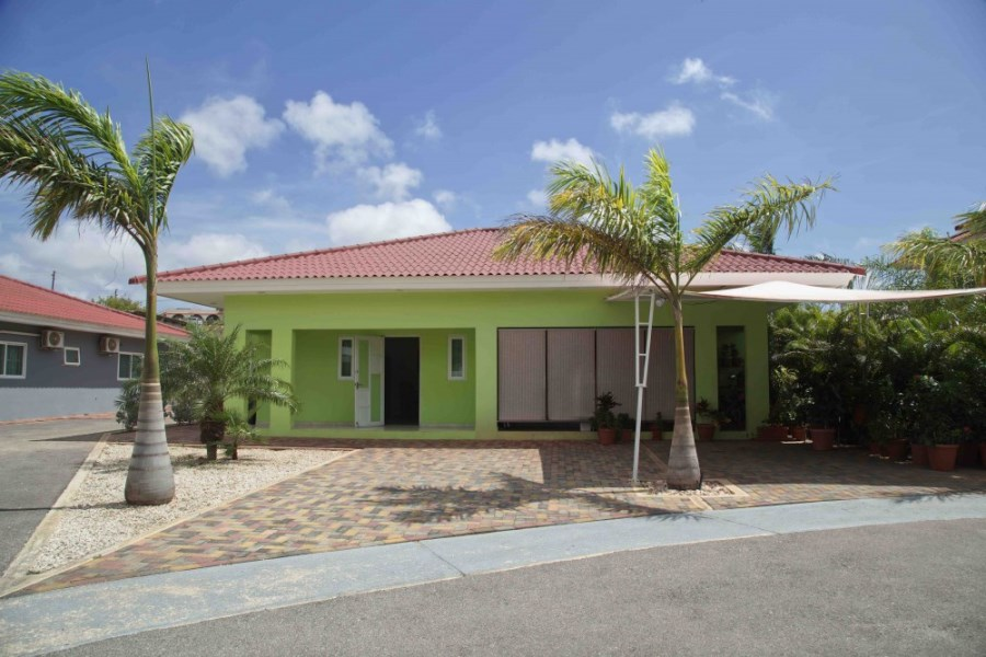 RE/MAX real estate, Curacao, Santa Rosa, Santa Rosa - Half-detached house for sale in gated resort with pool