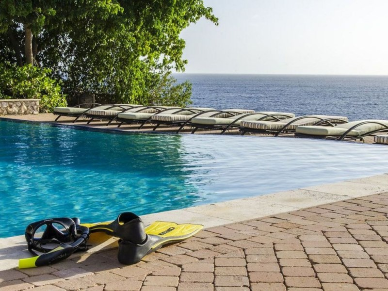 RE/MAX real estate, Curacao, Westpunt, Stunning oceanfront setting for this 4-bedroom villa - Amazing price!