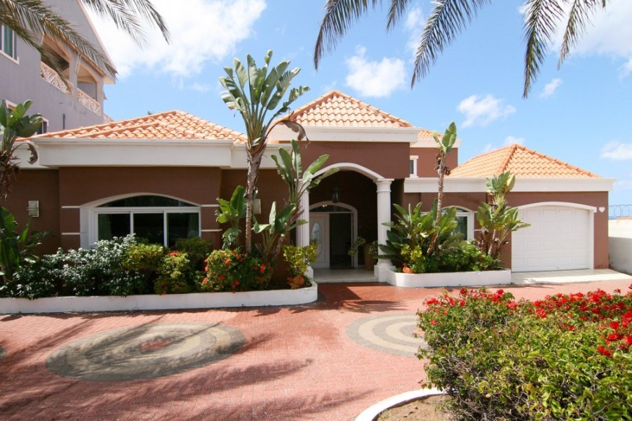 RE/MAX real estate, Curacao, Piscadera, La Vista Resort Curacao: 4 bedroom house with sea view & pool for sale