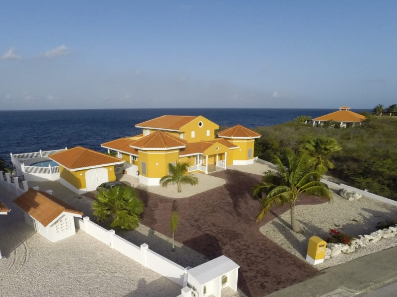 RE/MAX real estate, Curacao, Rif Sint Marie, Oceanfront house with pool in gated community in Curacao for sale