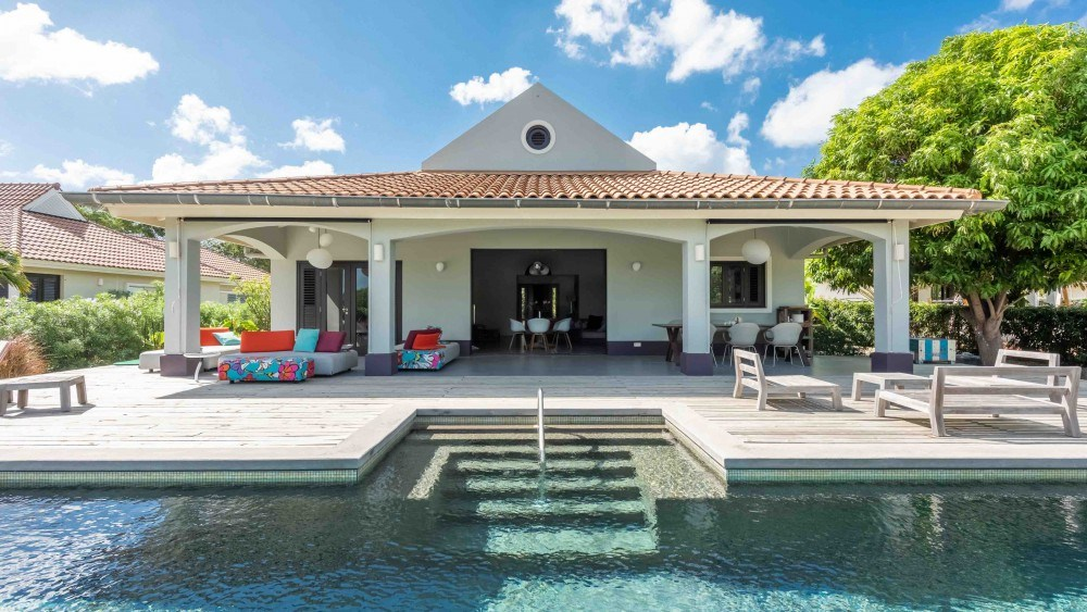RE/MAX real estate, Curacao, Blue Bay Golf & Beach Resort, BJ3: 3 bedroom home for sale with private pool and view on golf course