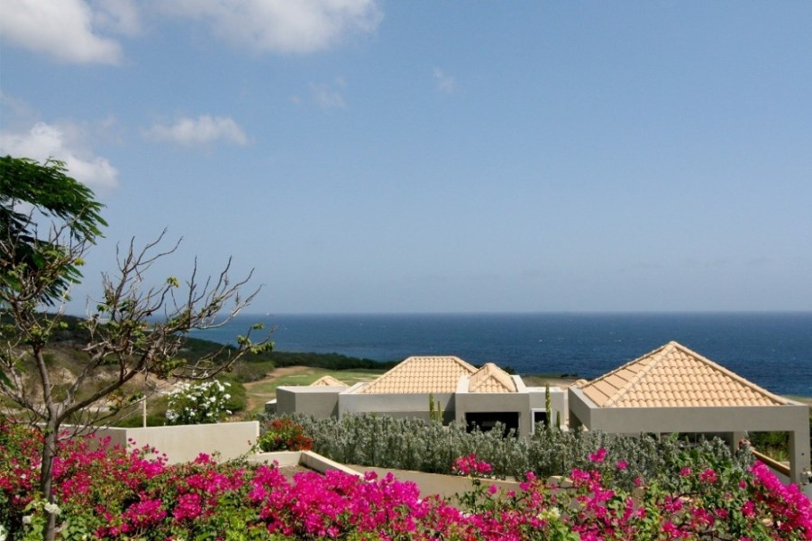 RE/MAX real estate, Curacao, Blue Bay Golf & Beach Resort, Blue Bay BT20 - beautiful villa with pool and sea view on golf resort