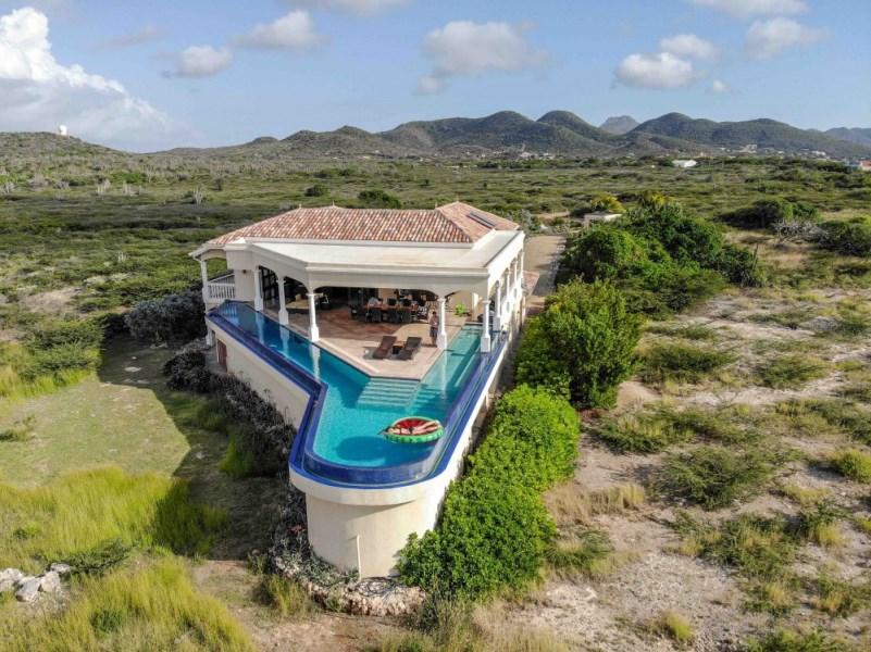 RE/MAX real estate, Curacao, Westpunt, Westpunt Curacao - zeer exclusieve villa met zwembad - direct aan zee