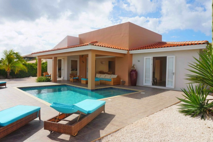 RE/MAX real estate, Curacao, Blue Bay Golf & Beach Resort, Blue Bay Curacao - contemporary house with breathtaking views and pool