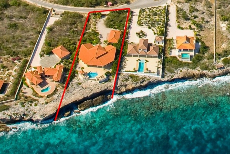 RE/MAX real estate, Curacao, Rif Sint Marie, Curacao - Rif St. Marie 62 - Deluxe tropical waterfront villa for sale