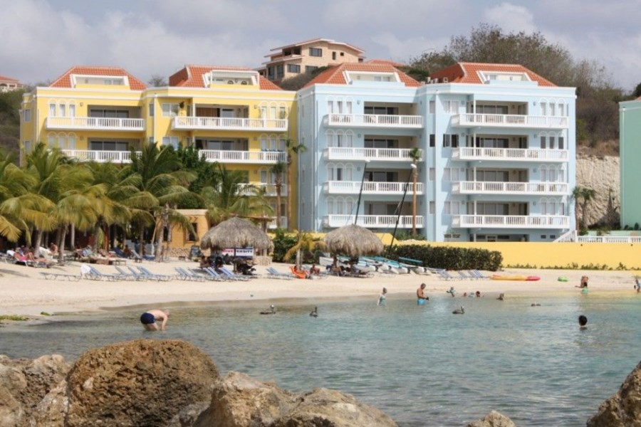 RE/MAX real estate, Curacao, Blue Bay Golf & Beach Resort, Blue Emerald 25:Unique oceanfront penthouse in Caribbean for sale